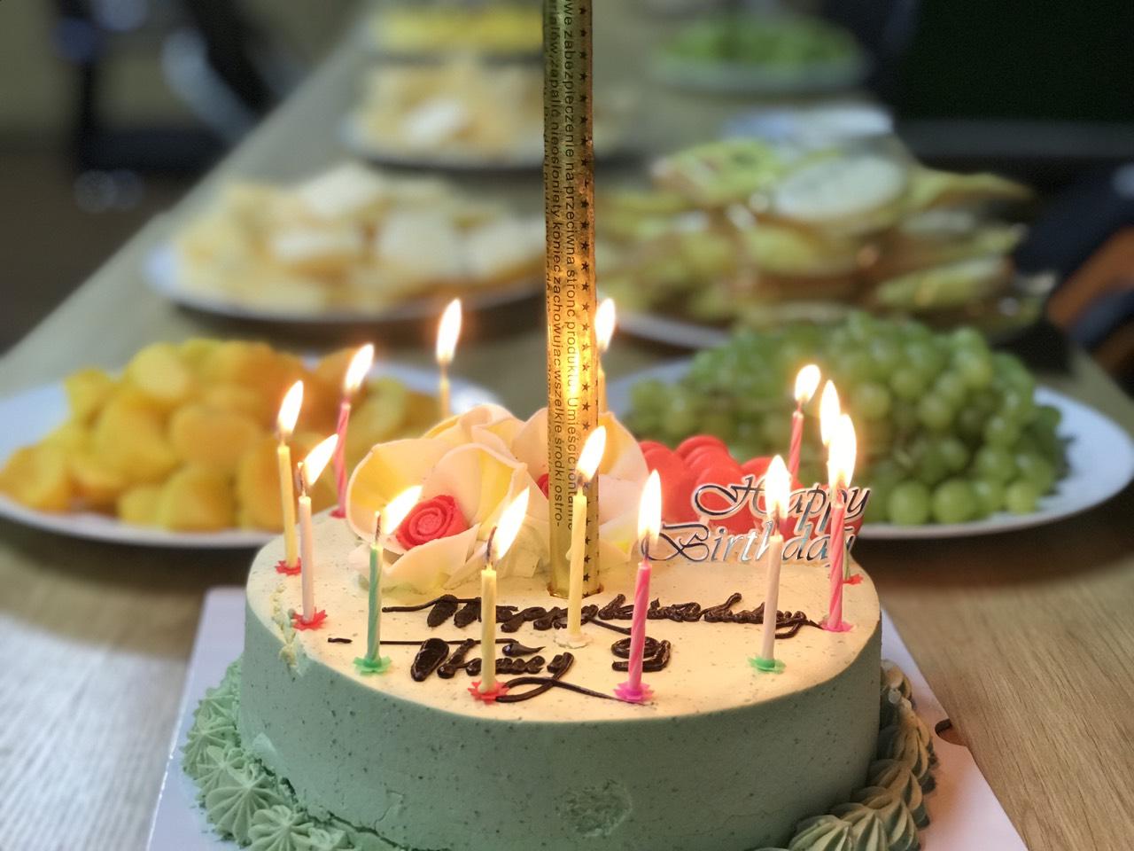 banh sinh nhat Từng bừng Đại tiệc Chúc Mừng Sinh Nhật Tháng 9