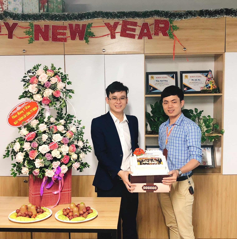 sinh nhat cong ty 1 Kỉ niệm 8 năm thành lập công ty   Gắn kết vươn xa