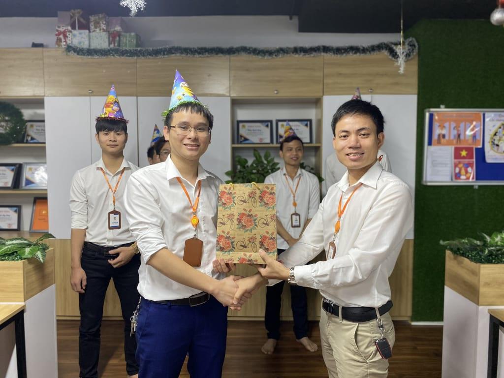 tang qua sep hoa 1024x768 Phần mềm Ninja: Sinh nhật tháng 6 nhiều niềm vui và ý nghĩa