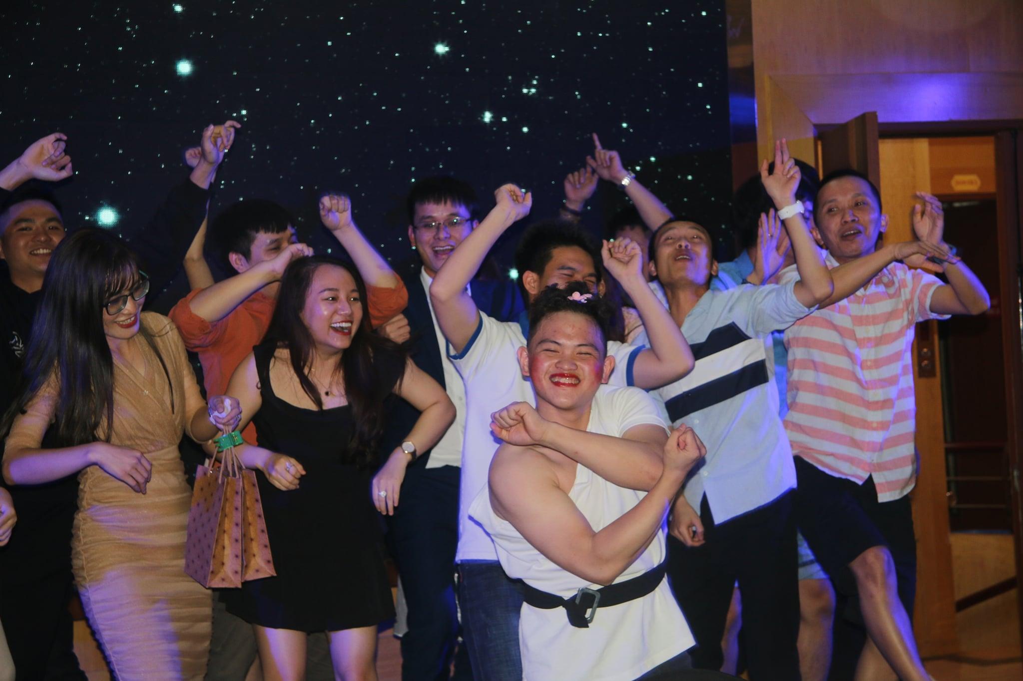 gala dinner Phần mềm Ninja: Hành trình khám phá Hạ Long 2020, Kết sức mạnh   Nối thành công