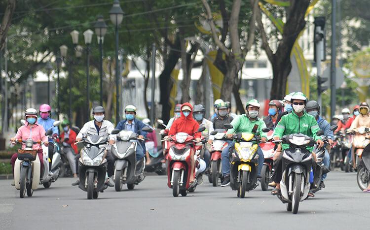 phat nguoi khong deo khau trang di ngoai duong Dịch covid 19 tiếp diễn   Bạn cần mang theo những gì khi ra đường?