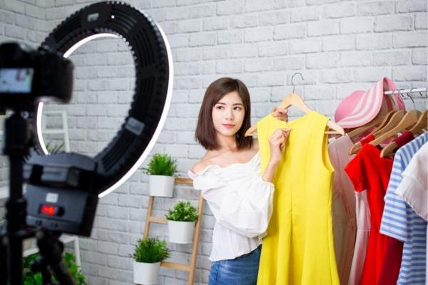 kich ban livestream quan ao 1 Kịch bản livestream quần áo thu hút triệu khách hàng