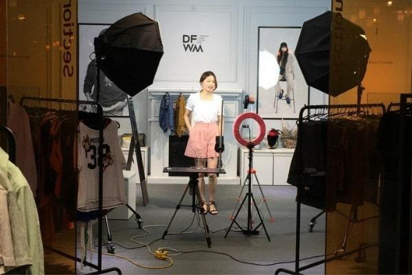 kich ban livestream quan ao 2 Kịch bản livestream quần áo thu hút triệu khách hàng