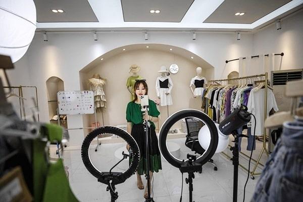 kich ban livestream quan ao 3 Kịch bản livestream quần áo thu hút triệu khách hàng